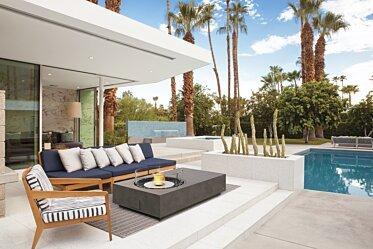 Outdoor courtyard - Outdoor Fireplaces